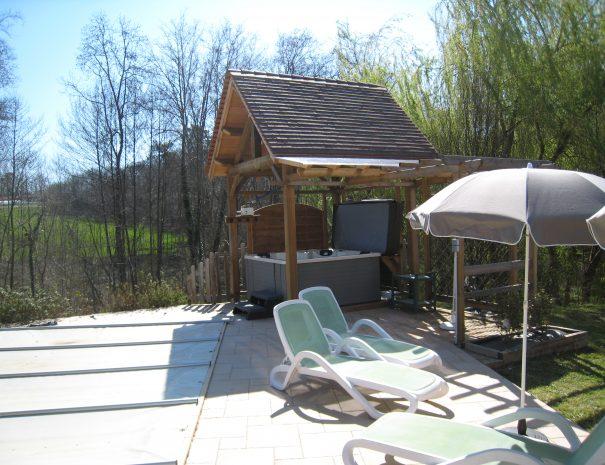 jacuzzi-maison-de-la-valle_32598503577_o